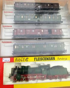 Fleischmann H0 - 4800/5800/5801/5802/5803 - 5-piece express train with steam locomotive P8 and 4 express train cars of the KPEV