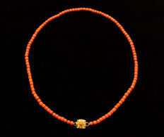 Antique red coral sautoir, 78 cm long with distinctive handmade filigree clasp in 2 colours of gold