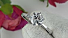 1.01 ct E/SI1 round diamond ring made of 14 kt white gold - size 7