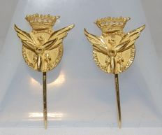 Pair of 18 kt Gold Pins with Ensign or Crest of Civil Aviation.