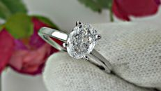 1.01 ct D/SI1 oval diamond ring made of 14 kt white gold - size 7