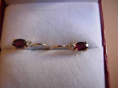 Delicate gold earrings (585) with garnets and tiny diamonds
