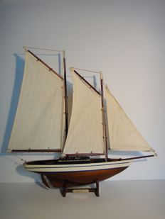 Schooner 1871 - beautiful slim shape - well built wooden model boat