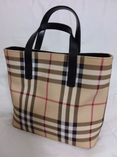 Burberry - Small handbag ideal for walking