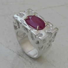 6.8cts Ruby Design Ring in 925 silver with 14kt Gold Prongs - size 11
