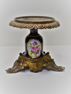 Tazza of bronzed metal and porcelain with a floral decor, marked on the bottom - France - ca. 1900