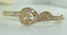 18 kt yellow gold bracelet set with 252 diamonds of approx. 7.50 ct