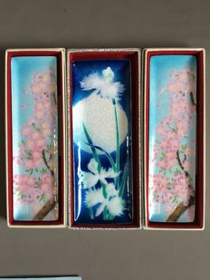 3 cloisonne enamel pen trays, in original boxes – Osaka, Japan – ca. 1970