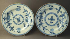 Set of 2 flat plates with decoration of flower branches and blossoms - China - 18th century