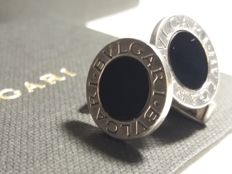 """BVLGARI"" - Bulgari cufflinks in 925 silver with black onyx - Measurements: diameter 10 mm, circle front 10 mm, length 15 mm"