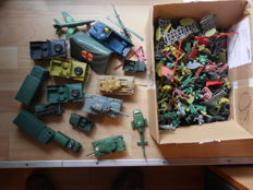 Collection of several hundred soldiers and accessories 70s/80s