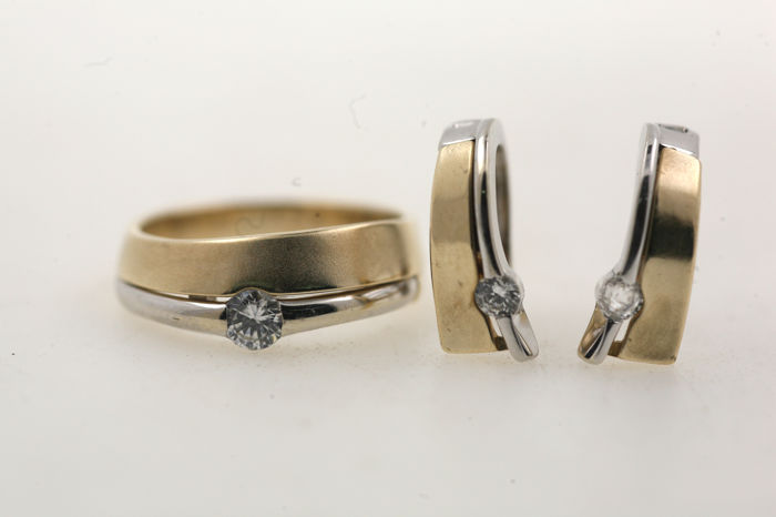 Yellow and white gold set consisting of ring and stud earrings - 585 / 14 kt - 9.39 g - cubic zirconia