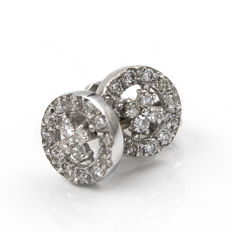 White gold (18 kt) - Stud earrings - Brilliant-cut diamonds, 0.40 ct - Earring diameter: 6.60 mm