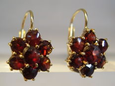 Antique gold Victorian earrings with garnet rosettes totalling 3.60 ct