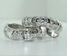 Twin rings in 18 kt white gold set with 76 diamonds of approx. 2.80 ct *** NO RESERVE PRICE ***