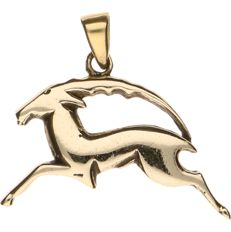 14 kt yellow gold pendant in the shape of an impala - L x W: 27.30 mm x 32.80 mm