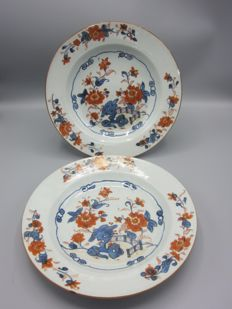 Two antique porcelain Imari plates - China - 18th century