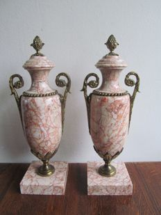 A pair of vase-shaped marble cassolettes - France - Circa 1870