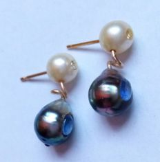 14 kt gold earrings with Baroque Tahiti pearls set with light blue sapphires, and white Akoya pearls set with 8/8 diamonds * No reserve price*