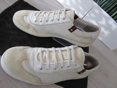 Gucci - Lace up Signature sneakers