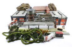 Kibri/Faller H0 - Set with buildings for the tracks with trees and hedges