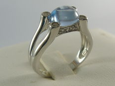 Ring in 925 silver with topaz and diamonds; ring size 17