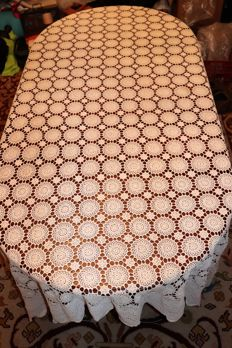 Banquet tablecloth (2,40 m X 2,20 m) crochet fine line in a cream colour - Portugal - Decades of 1950/60