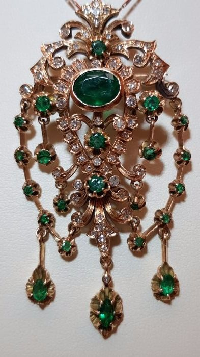 Pendant with emeralds and diamonds for 1.70 ct in 14 kt rose gold