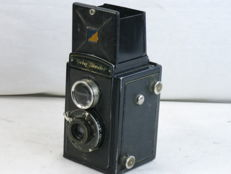 Voigtlander BRILLANT 6x6 , metal body TLR box camera, ca. 1937. good condition