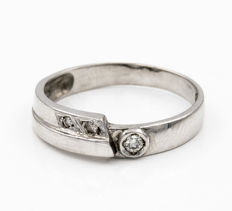 White gold, 18 kt  - Cocktail ring - Diamonds, 0.15 ct  - Inner diameter 18.25 mm