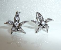 18 kt / 750 white gold antique earrings with 0.60 ct diamonds (G/VVS-IF) star-flowers
