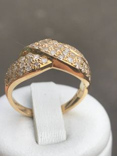 Ring in 18 kt yellow gold in the shape of a bow set with 1.03 ct of diamonds - size 56/17.78 mm