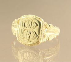 14 kt yellow gold men's ring with engraving - ring size 20.5 (64)