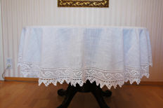 Oval linen / tablecloth 6-8 people white 205cm x 167cm / crocheted by hand