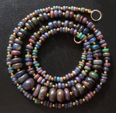 Necklace of Welo fire opals - 14kt gold clasp - 48.4 ct, Total length 56.2 cm.