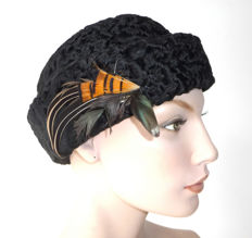 Beautiful Persian lambswool hat in black with feather trimming, feathers, curly lamb wool cap / fur cap