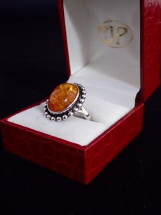 Signed, FROM ( Erik Niels From, Denmark )  - Beautifull vintage silver sterling ring holding a large lively cabochon of natural amber.