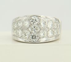 18 kt white gold men's ring set with 19 brilliant cut diamonds of approx. 2.00 ct in total - ring size 19 (60)