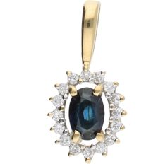 18 kt - Yellow gold rosette pendant set with an oval cut sapphire and 16 brilliant cut diamonds of approx. 0.16 ct in total - Length x Width: 18 mm x 9 mm