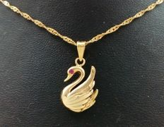 Singapore choker with swan in 18 kt yellow gold *No reserve price*