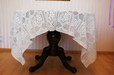 Rose tablecloth for 4-6 people beige 165 x 135 cm / crocheted by hand