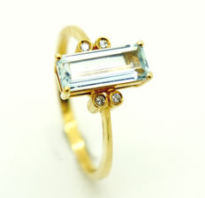 18 kt - yellow gold - ladies' - ring - aquamarine approx. 0.311 ct. - 4 brilliant cut diamonds of 0.001 ct. 0.04 ct in total. - Size 60 ***no reserve***