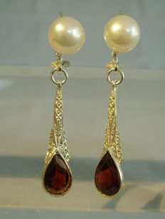 Earrings with real white pearls and faceted garnet droplets of together 2.5ct.