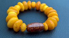 Vintage bracelet of 100%  Amber,  36 grams