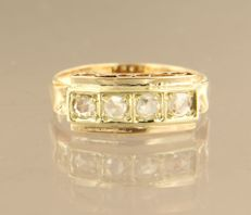 14 kt bicolour gold ring set with 4 rose cut diamonds of approx. 0.24 ct in total.