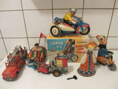 USSR / CSSR / Japan / China / GDR / Various brands - Various dimensions - Lot with 6 pieces of tin toys, 50s/90s