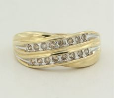 14 kt bi-colour gold ring with brilliant cut diamond - ring size 16.5 (52)