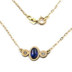 18 kt (750/000) Yellow gold – Choker – Oval cut cabochon sapphire 1 ct – Brilliant cut diamonds 0.20 ct – Length 42 cm (approx.)