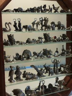 Collection of miniatures of silver tin (52 units) in a display case