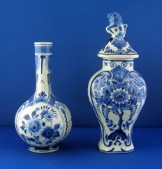 Porceleyne Fles - Globular vase with a slender neck and a baluster vase
